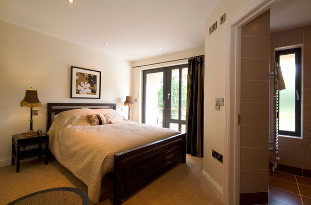 Riverside Park - Apartment 5 - Bedroom with en-suite